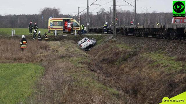 Wypadek na przejeździe kolejowym pod Garwolinem. Przyleciał śmigłowiec LPR