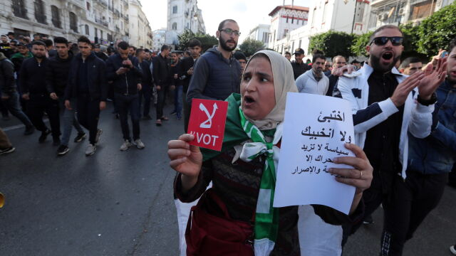 Algierczycy zagłosowali. Masowe protesty i najniższa frekwencja w historii