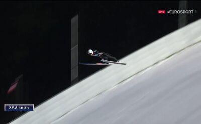 Skok Piotra Żyły z 1. serii niedzielnego konkursu w Klingenthal