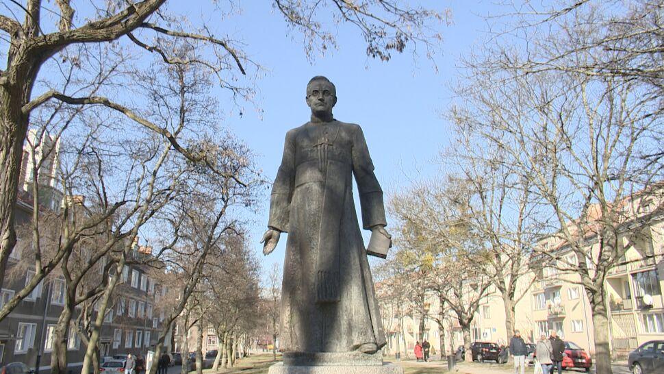 Ksiądz Jankowski już nie jest honorowym obywatelem Gdańska. Usuną jego pomnik i zmienią nazwę skweru