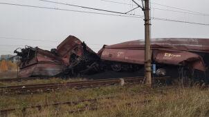 Pogięte wagony, zniszczone tory. Wykolejenie pociągu z węglem