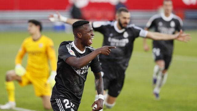 Kiks bramkarza, gol samobójczy. Słaby Real wywozi z Sewilli zwycięstwo