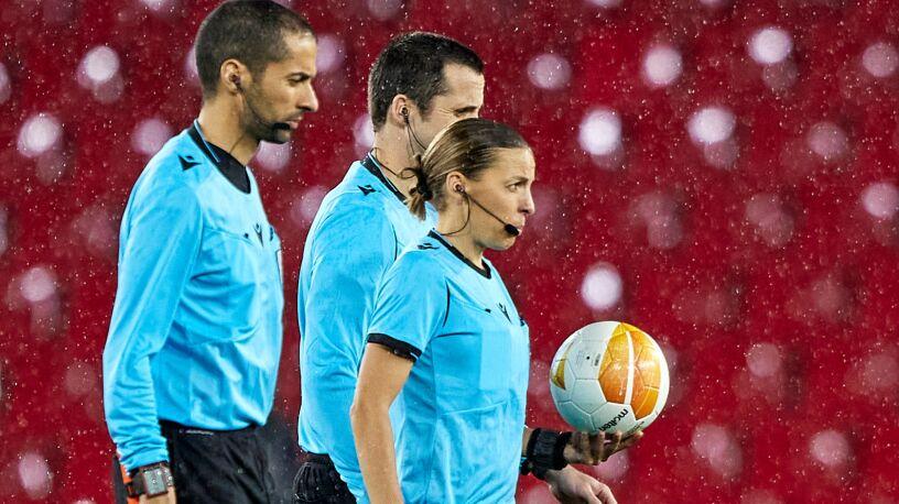 Pierwsza kobieta, która poprowadzi mecz Ligi Mistrzów. Po obu stronach barykady Polacy