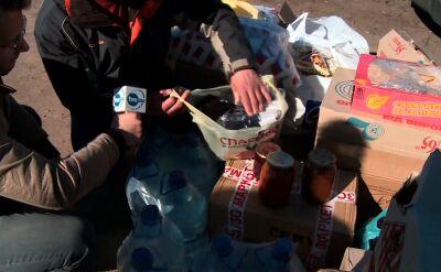 Ukraińcy dokarmiają armię. Przywieźli wodę, cukier, ciasta, przetwory