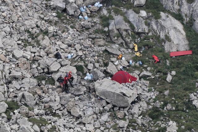 Ratownicy wydobyli ciała grotołazów z Jaskini Wielkiej Śnieżnej