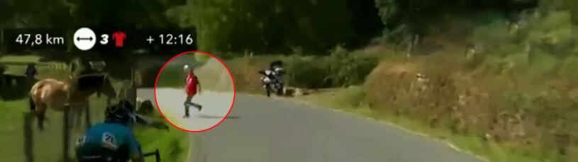 Niebezpieczna sytuacja na trasie Vuelty. Ledwo uciekł przed pędzącymi kolarzami