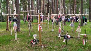 Uroczystości w Miednoje. Członkowie rodzin i służby mundurowe oddały hołd zamordowanym