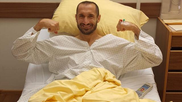 Chiellini już po operacji. Uśmiech nie schodzi mu z twarzy