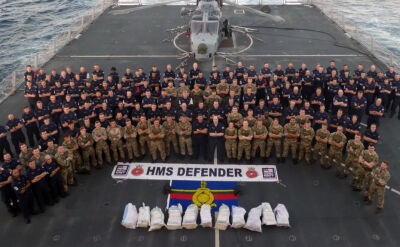 Załoga niszczyciela HMS Defender zabezpieczyła 11 worków metamfetaminy