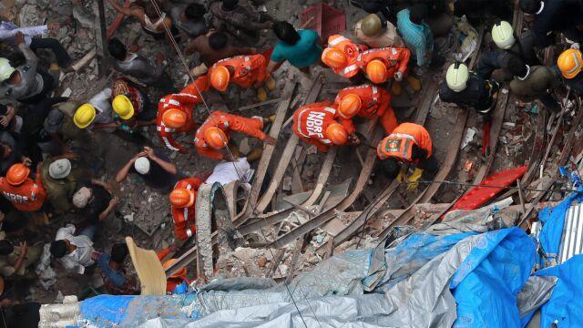 Zawalił się stuletni budynek. Dziesiątki ludzi uwięzionych pod gruzami