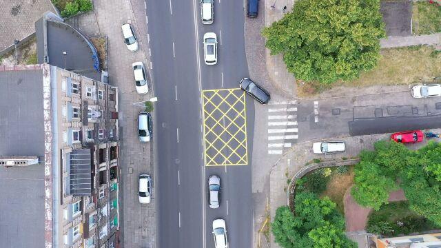 """""""Yellow boxy"""" na polskich ulicach. Mają zmniejszyć korki"""