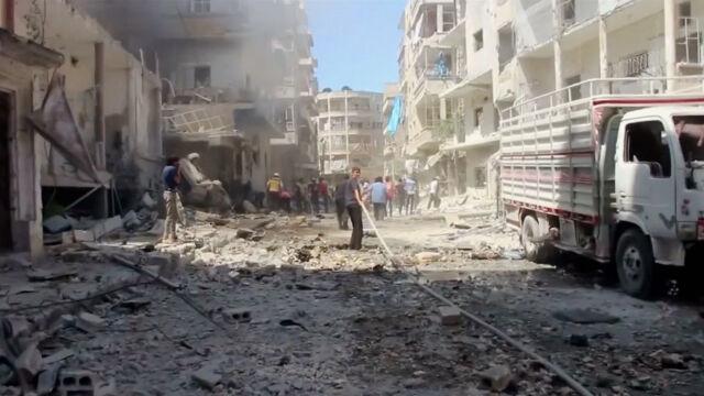 Rosjanie i Asad bombardują obszary,