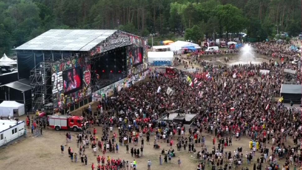 """Wycie syren i hymn Polski. Godzina """"W"""" na Pol'and'Rock Festival"""