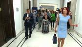 Politycy PiS uciekają przed protestującymi w Sejmie