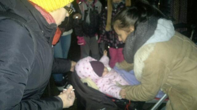 Pociągiem jechali rodzice z dziećmi