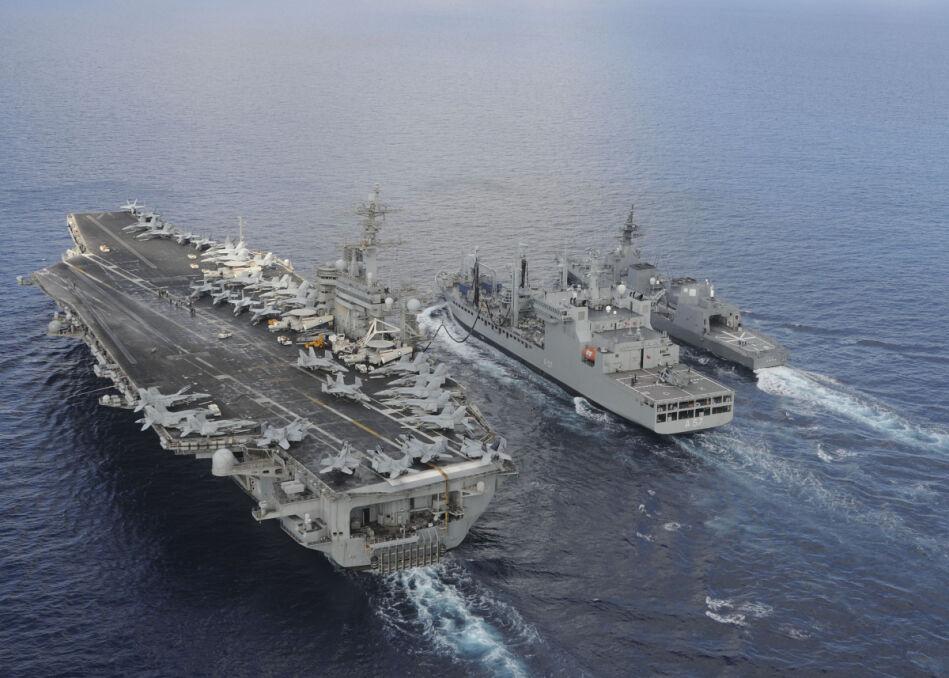 Amerykański USS Theodore Roosevelt, japoński JS Fuyuzuki i indyjski INS Shakti