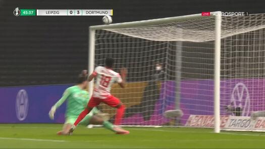 Lipsk mógł mocno rozpocząć 2. połowę finału, poprzeczka uratowała BVB