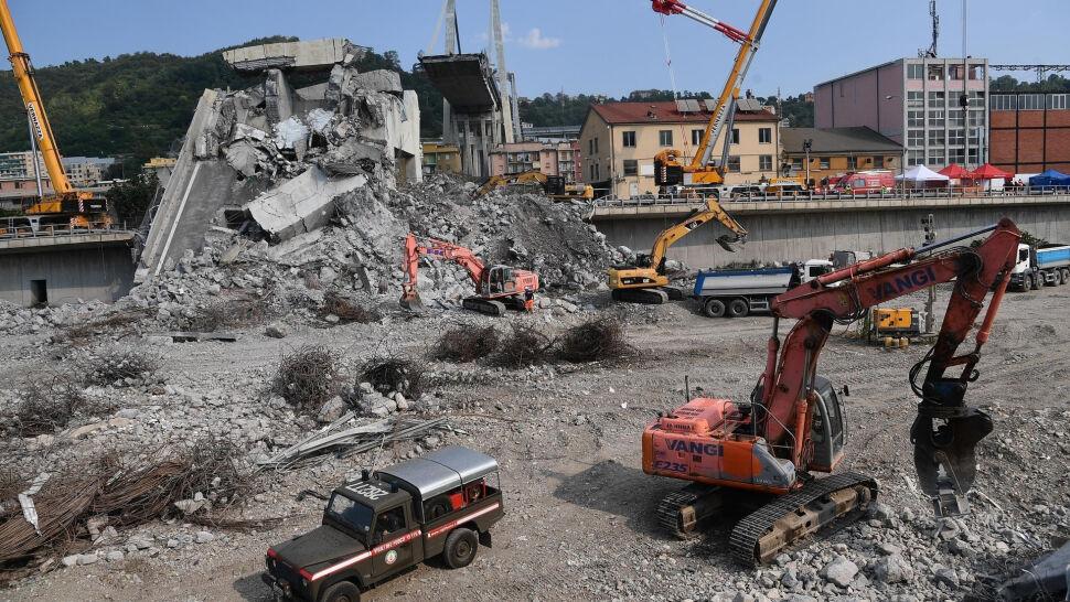 """Rok temu runął wiadukt w Genui. """"Rana w sercu miasta"""" pozostała"""