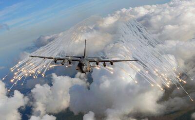 """Amerykańska """"latająca kanonierka"""" - AC-130"""