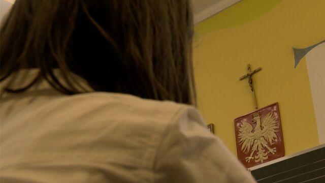 Uczennice opowiedziały katechetce o molestowaniu przez księdza