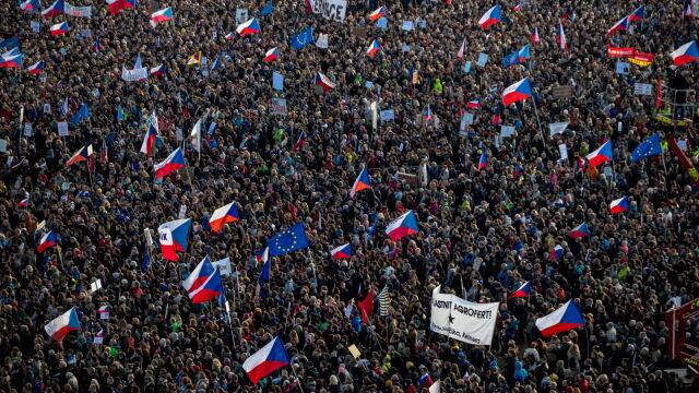 Ćwierć miliona Czechów na ulicach.