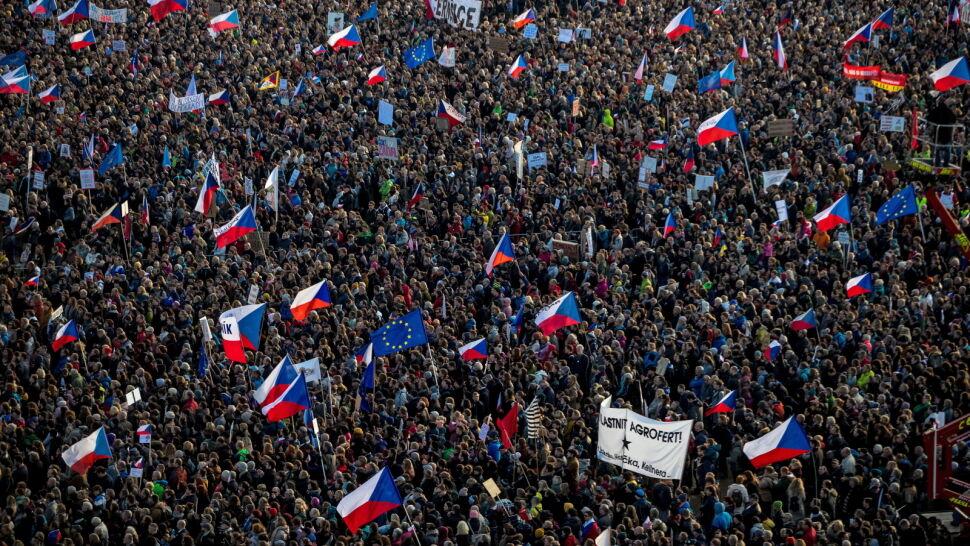 """Ćwierć miliona Czechów na ulicach. """"Walka  o wolność i demokrację nigdy się nie kończy"""""""