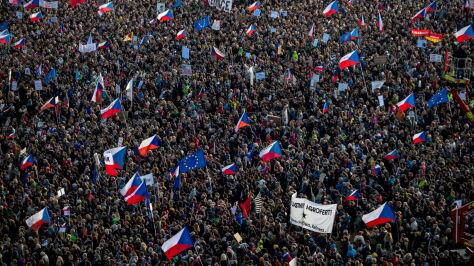 """Ćwierć miliona Czechów w proteście. """"Walka o wolność i demokrację nigdy się nie kończy"""""""