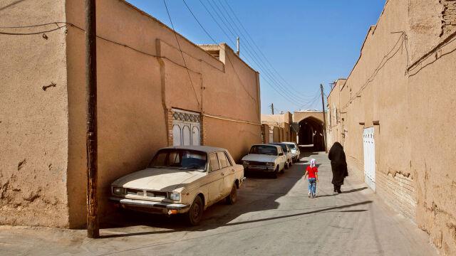 Iran podwyższa ceny i zaczyna racjonować benzynę