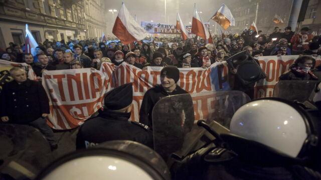 """""""Poleciały różne przedmioty"""". Policja  i prezydent Wrocławia o rozwiązaniu marszu"""