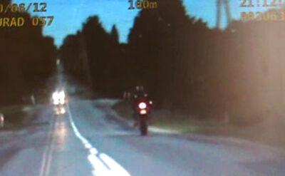 135 km/h na motorze i 33 punkty karne