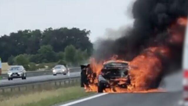 Pożar auta na A2. Utrudnienia na autostradzie