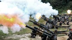 Pomiędzy dwoma państwami koreańskimi formalnie utrzymuje się stan wojny. Na zdjęciu południowokoreańska artyleria