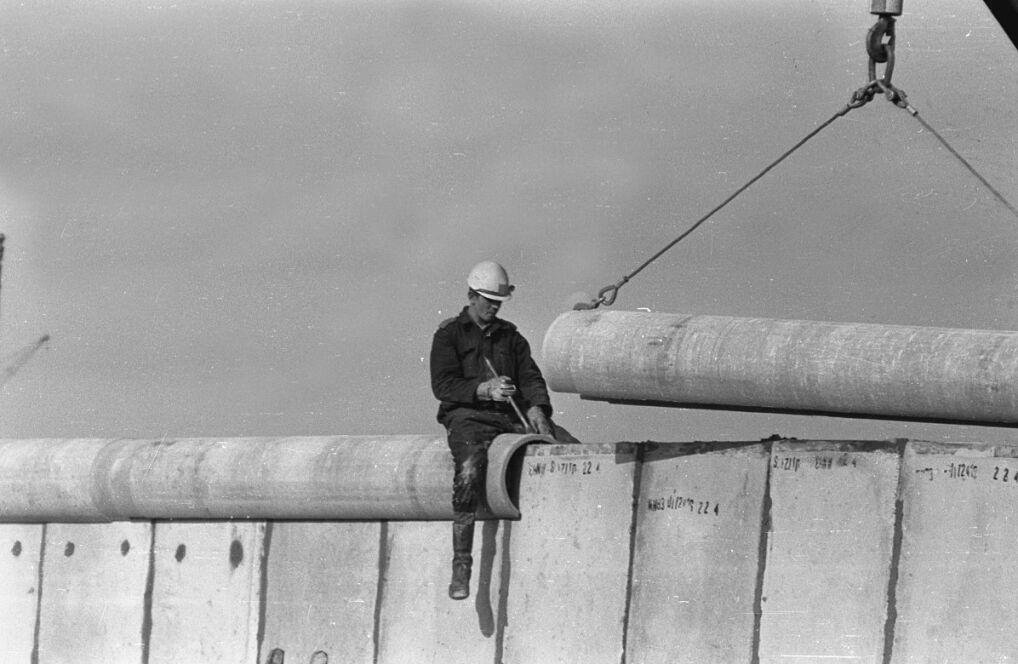 Berlin, ok. kwietnia 1976 roku, budowa muru na Potsdamer Platz