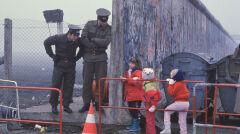 Berlin ok. 1989 roku, dzieci w drodze ze szkoły