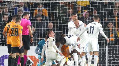 Piłkarz kopnięty w głowę, mecz przerwany.