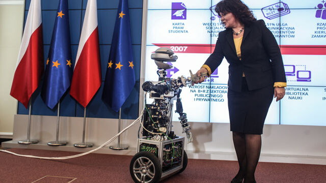 Kudrycka z robotem o przyszłości polskiej nauki