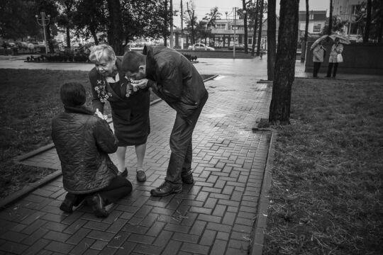 III miejsce w kategorii LUDZIE Mariusz Forecki TamTam Agencja Prasowa i Fotograficzna, Irpin, Ukraina. Coraz mniej żyje żołnierzy weteranów II wojny światowej. Tworzą żyjącą wspomnieniami społeczność.