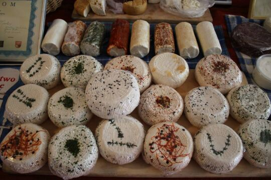 Rolnicy oferują także świeże sery
