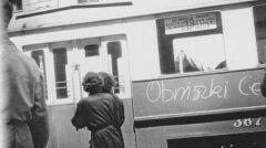Demonstranci hasła wypisywali także na tramwajach