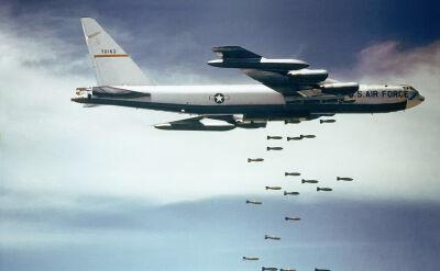 """""""Stratofortece"""" dołączyły do walki z IS. Pierwsze bomby spadły na dżihadystów"""