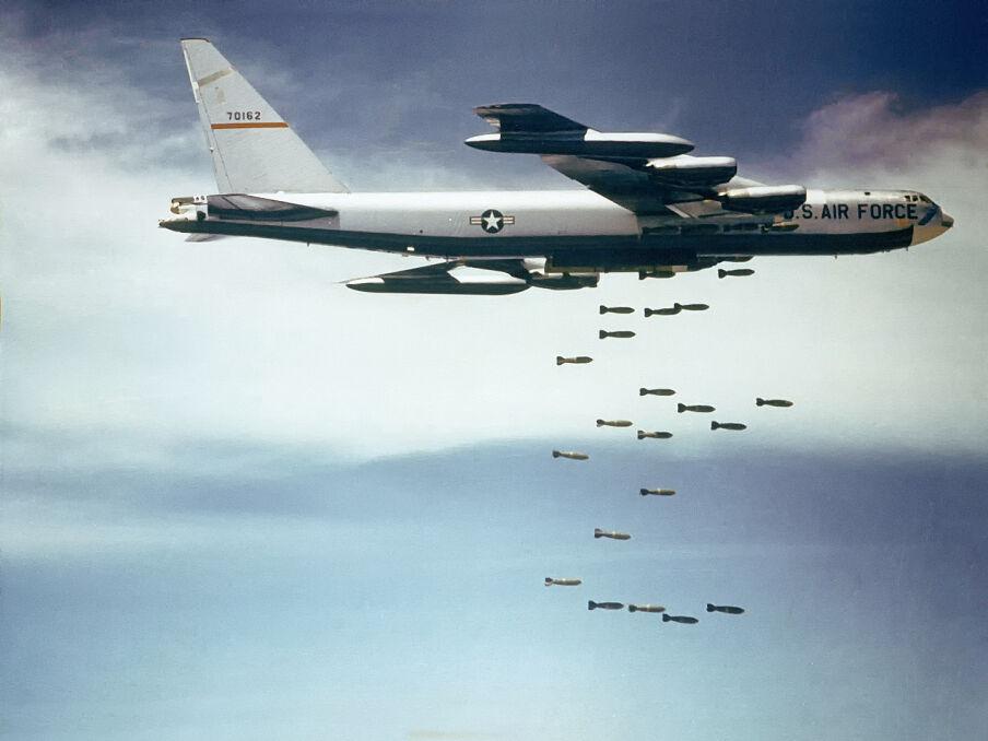 W każdym locie pojedyńczy B-52 zrzucał kilkanaście ton bomb