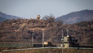 Oskarżenia o gwałt na uciekinierce z Korei