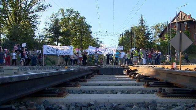Walczyli o to, by pociągi zatrzymywały się też u nich. I za to stanęli przed sądem