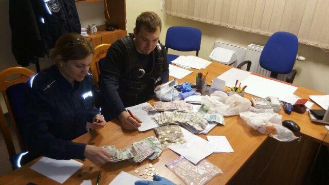 """""""Rodzinny"""" skok na puszki WOŚP. Policjanci odzyskali pieniądze"""