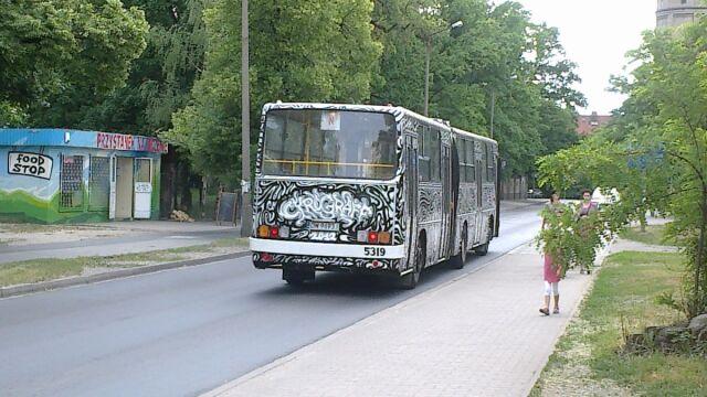 Autobus-grafifiti to nowa strategia walki z wandalami