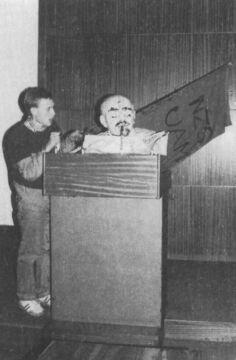 Lenin czytający Gazetę Wyborczą
