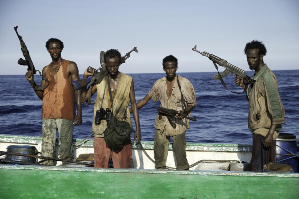 Barkhad Abdi (drugi od lewej)