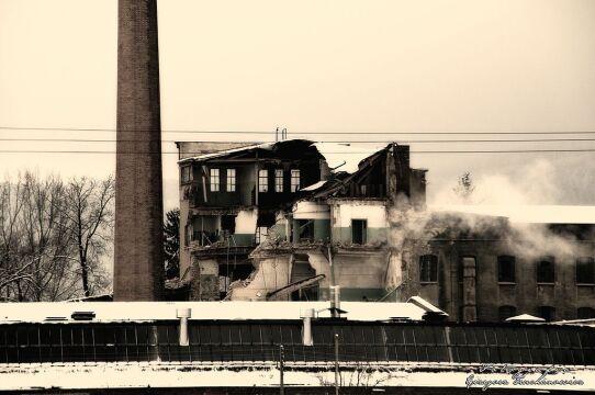 Firma z Wałbrzucha wyburza budynek przędzalni