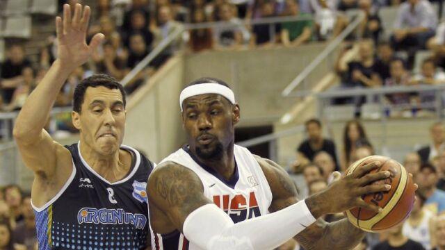 Powrót do przeszłości. Koszykarze USA w legendarnych strojach