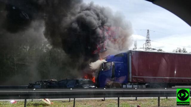 Karambol i pożar na A6: sześć osób zginęło, kilkanaście jest rannych. Droga zablokowana